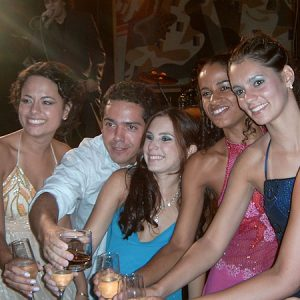 2005.1 Um brinde - Mariana, Marianne, Erika e Veronika se formam
