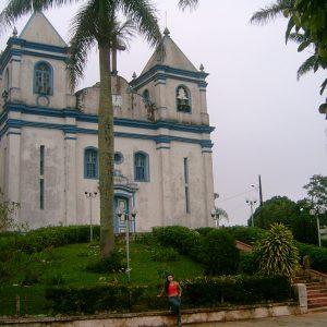 2006.4-Primeiro-projeto-da-Raizes-envolve-trabalhos-de-campo-em-Caete-e-Sabara.-Na-foto-Mariana-Madureira-em-Rocas-Novas