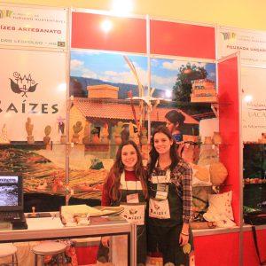2011.5 Mariana e Veronika participam da Mostra de Turismo Sustentável de Foz do Iguaçu após vencer um edital MTur