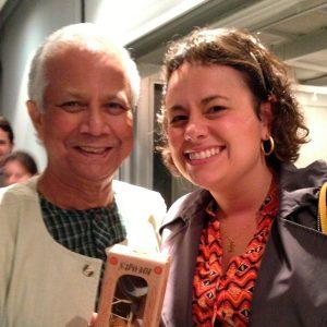 2013.10 Marianne encontra Yunus em um evento de São Paulo, presenteia com um Sapo Boi e faz o selfie mais esperado da sua vida #tietando #muitoamor