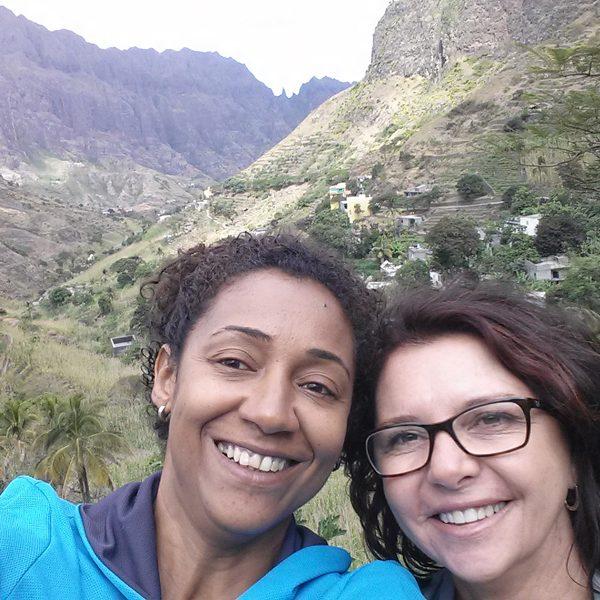 2016.01 Lucila e Jussara percorrem as montanhas da Ilha de Santo Antão em Cabo Verde na África por 2 meses qualificando pequenos empresários