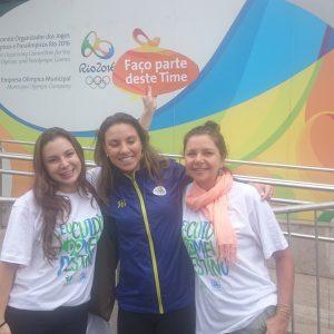 2016.02 A Raízes entra pro time do Passaporte Verde nos Jogos Rio2016. Na foto Mariana e Jussara com a trainee da Raízes Endaira